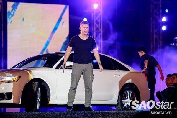 'Siêu xe' được mang lên sân khấu.