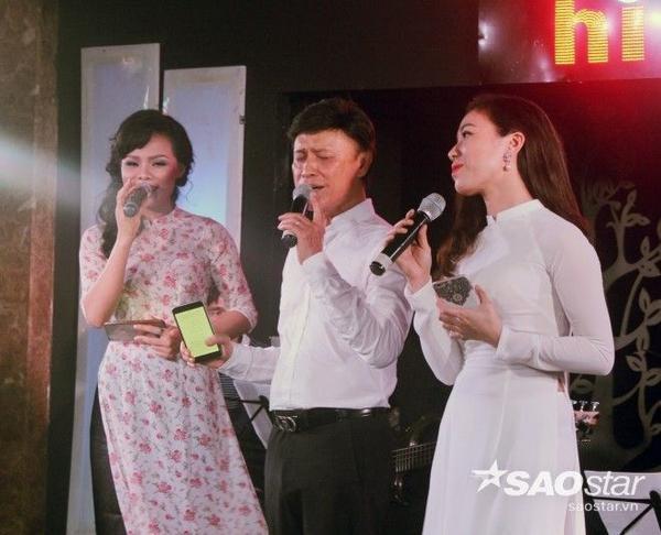 Tuấn Ngọc thể hiện ca khúc Niệm khúc cuối với hai giọng ca nữ trong trẻo.