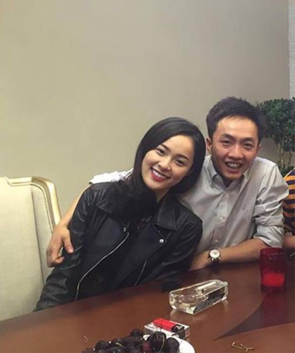 Vừa qua, Hạ Vi chính thức phủ nhận tin đồn chia tay Cường Đôla. Người đẹp khẳng định, cả hai vẫn đang rất hạnh phúc.