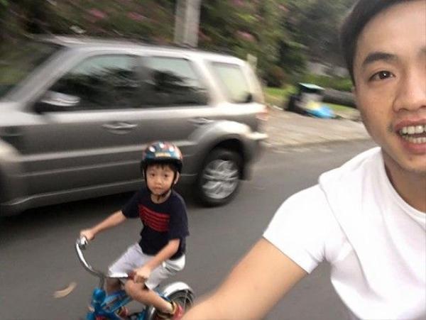 Ngoài ra, Cường Đôla vẫn thường xuyên cùng bé Subeo đạp xe đạp vào dịp cuối tuần.