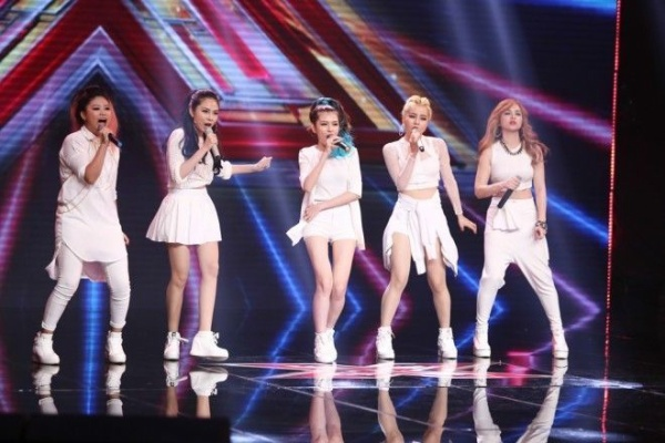 Nhóm S-Girl khiến 2 giám khảo nam chặt chém