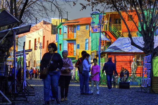 Nơi đây là chốn cư ngụ của rất nhiều gia đình gốc Italy nhập cư từ cuối thế kỷ 19. Trải qua nhiều năm, con phố vẫn giữ được hương vị châu Âu quyến rũ. Ảnh: Wiki.