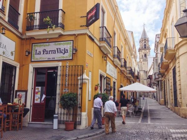 Mang lại cảm giác vô cùng mát mẻ và thanh tịnh, đây là điểm đến yêu thích của hàng nghìn tín đồ du lịch khi đến Tây Ban Nha. Ảnh: Viachesiva.