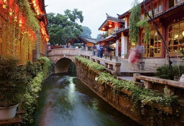 Phố cổ Lệ Giang (Trung Quốc): Đô thị cổ kính 1.000 năm tuổi ở Lệ Giang là di sản Văn hóa thế giới được UNESCO công nhận. Ảnh: Getty.