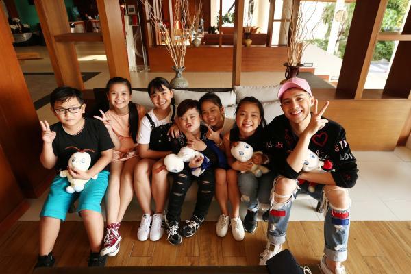 10-team-noo-checkin-tai-khach-san
