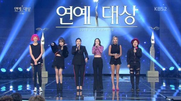 Netizen phẫn nộ dọa xóa toàn bộ nhạc SNSD vì Tiffany
