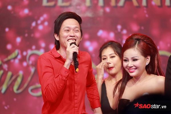 """NSƯT Hoài Linh còn hào hứng lên sân khấu """"quậy"""" với anh chị em nghệ sĩ trong ngày vui của Trấn Thành."""