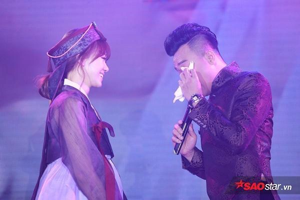 Anh không quên hứa sẽ yêu thương, chăm sóc Hari Won.