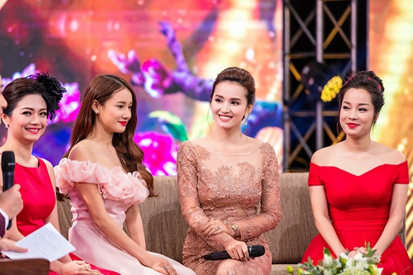 Nhã Phương, Lã Thanh Huyền, Minh Hương trò chuyện xoay quanh bộ phim Zippo, mù tạt và em.