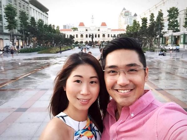Martin thường xuyên cập nhật lên trang cá nhân nhiều hình ảnh hạnh phúc cùng bạn gái Stephanie Nguyễn tại TP HCM.