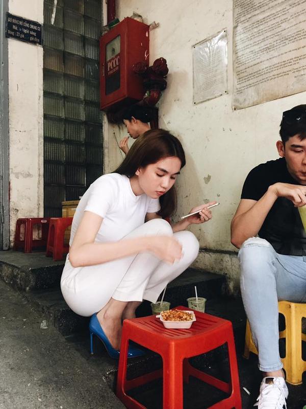 Khoảnh khắc Ngọc Trinh bị chụp lén khi đang ăn khiến nhiều người không khỏi thích thú.