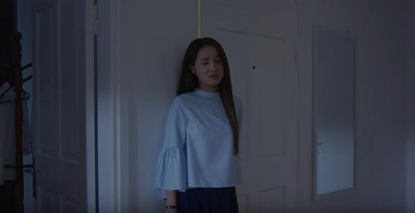 Linh trở về nhà trong tâm trạng buồn đau khổ, cô bắt đầu hồi tưởng lại giây phút được ở cạnh Junsu.