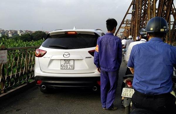 Tìm ra tài xế lái Mazda lên cầu Long Biên sau hơn một tháng