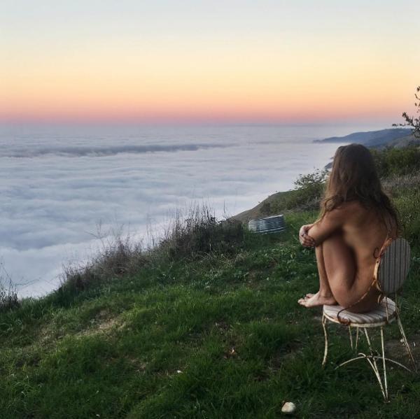 Nhiếp ảnh gia nóng bỏng 'khỏa thân đi khắp thế gian' - ảnh 3