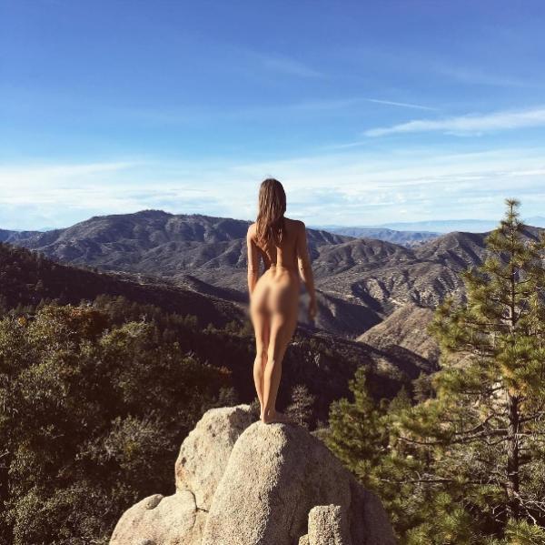 Nhiếp ảnh gia nóng bỏng 'khỏa thân đi khắp thế gian' - ảnh 8