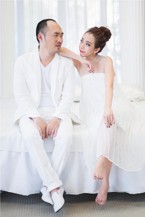 Thu Trang - Tiến Luật kỷ niệm 6 năm ngày cưới: 'Vẫn cứ yêu và say như thế!' - ảnh 1
