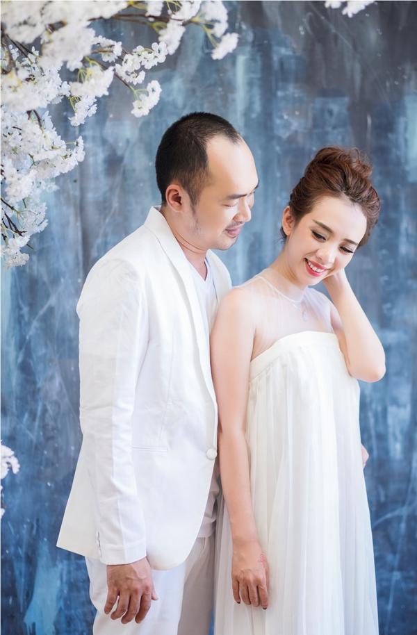 Thu Trang - Tiến Luật kỷ niệm 6 năm ngày cưới: 'Vẫn cứ yêu và say như thế!' - ảnh 2
