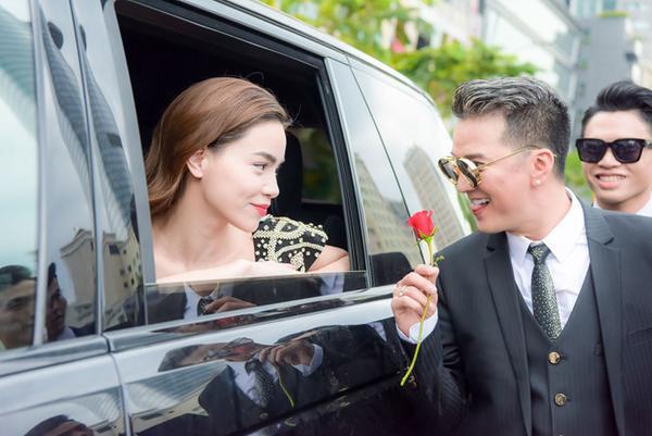Mr. Đàm cùng Nguyễn Hồng Thuận gây náo loạn phố đi bộ với dàn trai đẹp 6 múi - ảnh 2