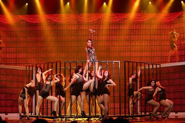 Yến Trang rơi tự do từ độ cao 2m, S Girls mang Hồ Thiên Nga đầy choáng ngợp lên sân khấu Remix New Generation - ảnh 3
