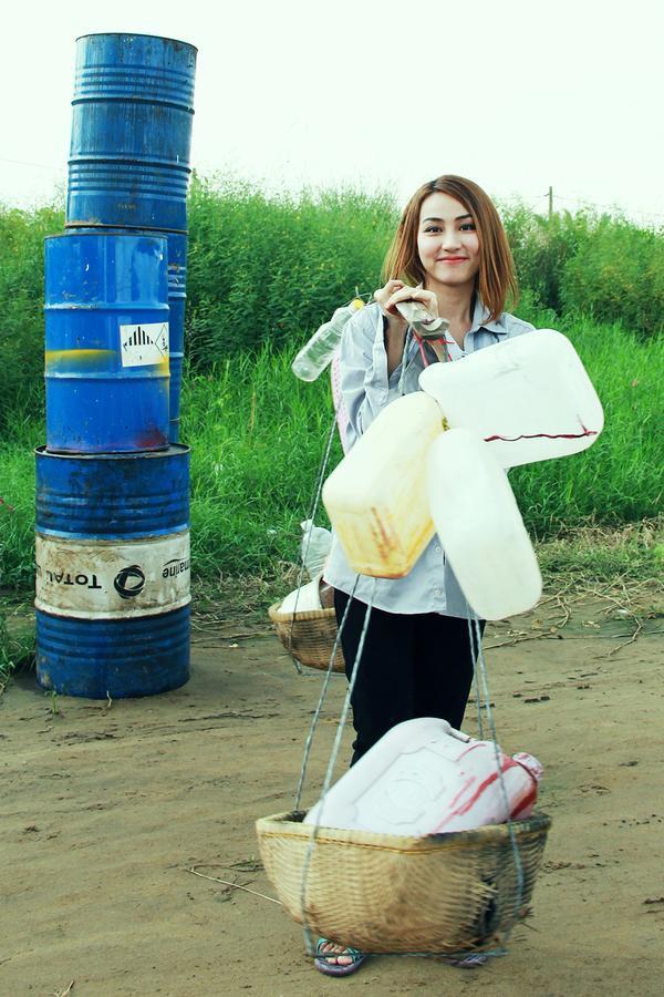 Trước khi rời xa showbiz, cô vẫn kịp ghi dấu ấn với vai Lam trong Ma Dai.  Cũng trong năm 2015, Ngân Khánh đã ghi điểm với vai nữ chính Lam trong phim điện ảnh Ma Daivới thành tích khủng: doanh thu 14 tỷ đồng sau 4 ngày công chiếu. Nhiều người hy vọng đây là động lực để Ngân Khánh ở lại với mà ảnh, nhưng sau đó cô nàng lại tiếp tục bận rộn với việc học ngành sản xuất phim tại Singapore. Sau khi trở về, cô hứa hẹn sẽ mang lại một luồng gió mới cho điện ảnh Việt Nam. Biết đâu trong năm nay, ngoài sự tái xuất của diễn viên Ngân Khánh, khán giả còn được đón chào nhà sản xuất Ngân Khánh nữa thì sao?