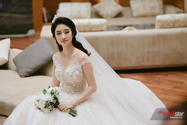 Sau đám cưới, cô vẫn tiếp tục công việc học còn dang dở của mình.