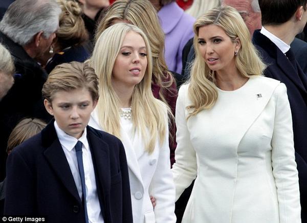 Đệ nhất phu nhân thì đã sao, mẹ của Barron Trump vẫn bị từ chối như bao bà mẹ khác - Ảnh 2