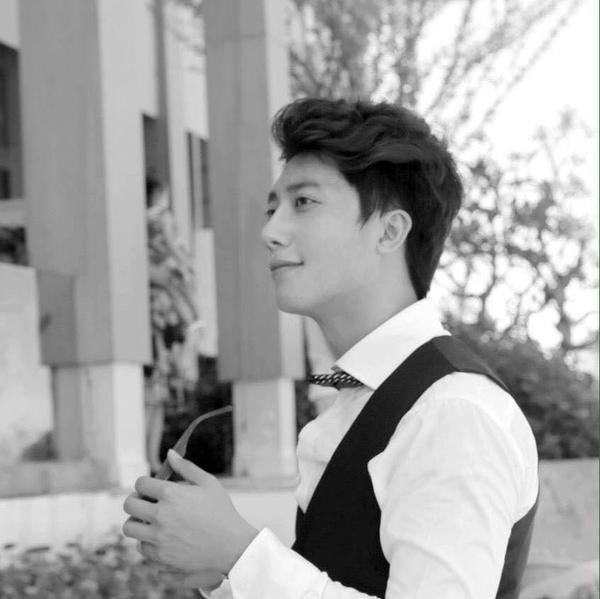 Không phải hâm mộ đâu xa, Việt Nam cũng có anh bác sĩ điển trai như diễn viên Hàn!