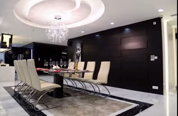 Đàm Vĩnh Hưng còn sở hữu căn penthouse tại 1 chung cư cao cấp.