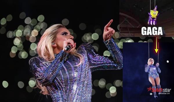 Super Bowl 2017: Lady Gaga 'ngầu' vậy thôi chứ đằng sau là cả 'trời lầy lội'