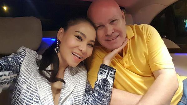 Thu Minh hạnh phúc bên ông xã Otto.
