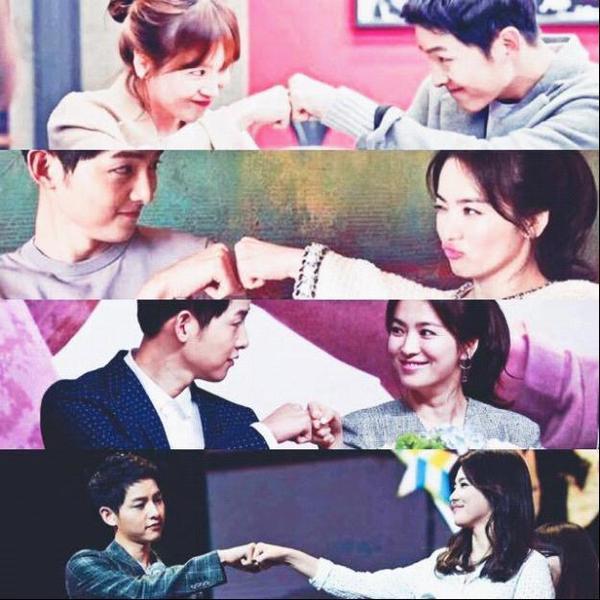 """Bên cạnh động viên, ủng hộ nhau những lúc cần thiết  Quả không ngoa khi nói bất kể lúc nào đối phương cần thì người còn lại đều có mặt đúng lúc. Không một bạn diễn nào như Song Hye Kyo mà Song Joong Ki quan tâm """"đặc biệt"""" đến vậy và cô nàng cũng luôn dành sự ưu ái cho anh chàng hơn các bạn diễn nam khác. Họ luôn ủng hộ, chúc mừng nhau bằng những cử chỉ quen thuộc thường thấy như """"đóng tay"""" hay có khi là những cái ôm, nắm chặt tay nhau. Không cần ồn ào, phô trương những """"Song - Song couple"""" luôn đứng phía sau và dành cho nhau ánh mắt trìu mến, tình tứ khiến fans nhìn cũng phải ganh tỵ vì họ.  Hành động """"đóng tay"""" với nhau đi từ trong phim và vẫn còn tiếp diễn ở ngoài đời."""