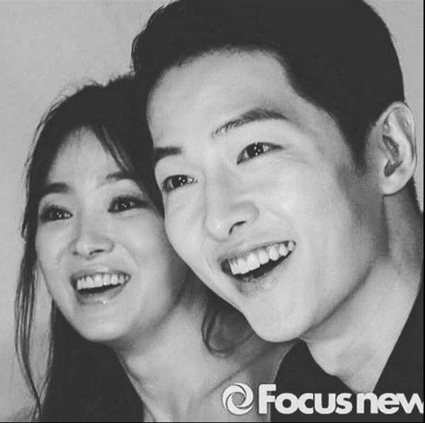 Tỉ lệ khuôn mặt của Song Joong Ki và Song Hye Kyo gần như bằng nhau.