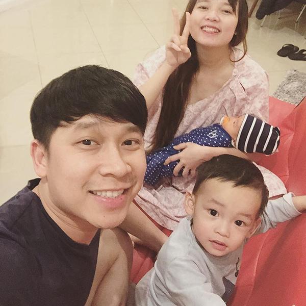 Con thứ hai của Lê Hoàng có gương mặt bụ bẫm, làn da trắng.