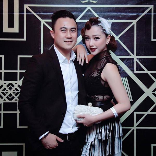 Thậm chí, Băng Di còn sánh bước cùng Justin H Chiêm đi sự kiện.