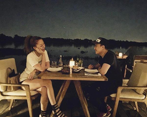 Cả hai luôn tạo không khí lãng mạn, ngọt ngào bên nhau.