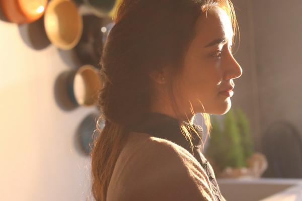 """Nhã Phương    Hai năm qua, Nhã Phương trở thành cái tên đáng chú ý trong làng phim Việt khi liên tiếp ghi dấu ấn ở cả lĩnh vực điện ảnh lẫn truyền hình. Nếu 49 Ngày đạt thành công lớn trong phòng vé thì những dự án truyền hình như phim Tuổi thanh xuân, Khúc hát mặt trời, Zippo mù tạt và em đều trở thành """"bom tấn"""" trên màn ảnh nhỏ. Năm nay, Nhã Phương tiếp tục ghi dấu ấn với khán giả qua Tuổi thanh xuân 2 và dự án điện ảnh mới của đạo diễn Victor Vũ có tên Lôi báo."""