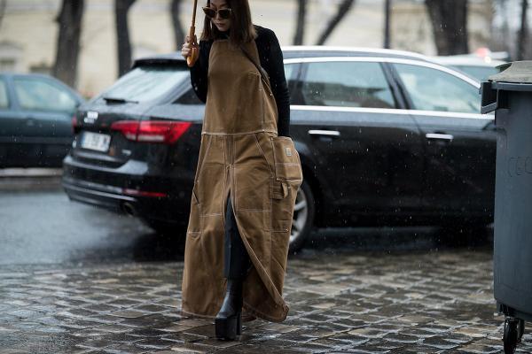 Xem các fashionista thế giới mặc gì tại Paris Fashion Week 2017