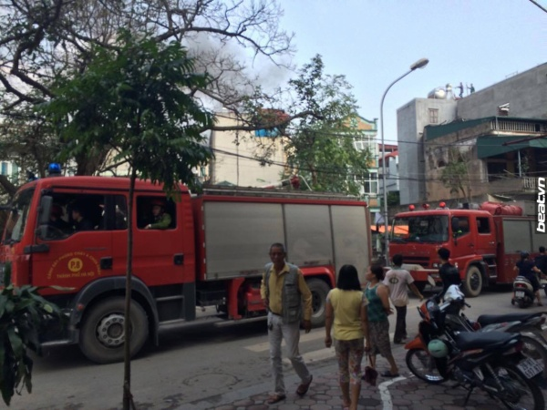 Hà Nội: Cháy liên tiếp nhiều nhà dân ở gần đình Mai Động, Minh Khai