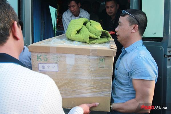 Mẹ bé Linh khóc ngất khi thi thể con gái được đưa về tới quê nhà - Ảnh 21