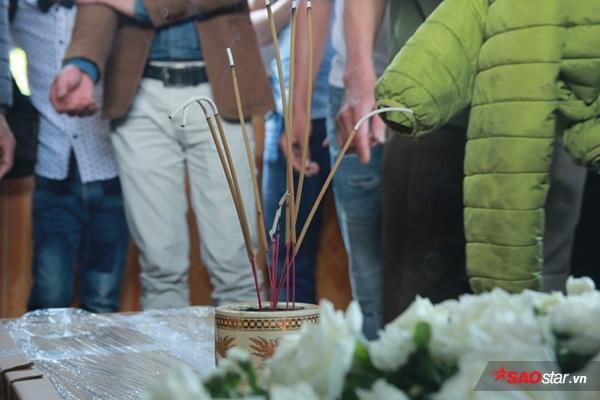 Mẹ bé Linh khóc ngất khi thi thể con gái được đưa về tới quê nhà - Ảnh 13