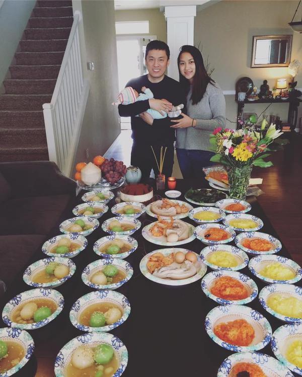 Hai vợ chồng Lam Trường tươi cười hạnh phúc bên nàng công chúa nhỏ Yên Lam.