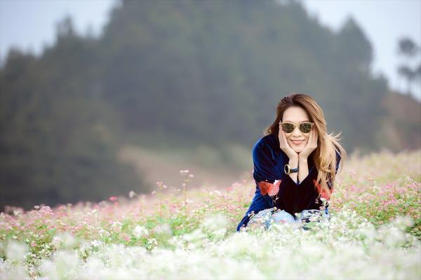 Đúng với tính chất đi du lịch bụi, nữ ca sĩ xuất hiện trong từng tấm hình với vẻ mộc mạc nhất của mình.