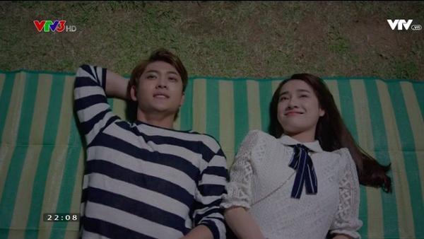 """Nhã Phương - Kang Tae Oh sẽ đóng phim điện ảnh mới?  Sau khi """"song kiếm hợp bích"""" trong Tuổi thanh xuân, Nhã Phương và Kang Tae Oh lập tức trở thành một trong những cặp đôi đẹp nhất màn ảnh Việt trong những năm qua. Điều này được thể hiện qua nhiều giải thưởng được trao cho hai người từ khi Tuổi thanh xuân 1 mới vừa lên sóng. Mỗi sự kiện nào hai người cùng tham gia, y như rằng fan sẽ đến đông kín. Mỗi tập phim có cảnh hai người khóa môi ngọt ngào hay nhìn nhau đắm đuối, y như rằng khán giả lại sôi sục bình luận, chờ mong."""