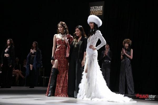 Cô cũng sánh vai cùng Hoàng Thùy với vai trò vedette trong show thời trang của thương hiệu Xita 2016.