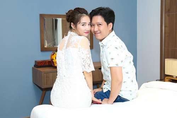 Cách đây vài ngày, Trường Giang vừa hạnh phúc tổ chức tiệc sinh nhật mừng tuổi 34 cùng Nhã Phương, đồng thời chính thức nhận bàn giao căn biệt thự trị giá 15 tỷ đồng mà anh vừa tậu ở Phú Quốc.