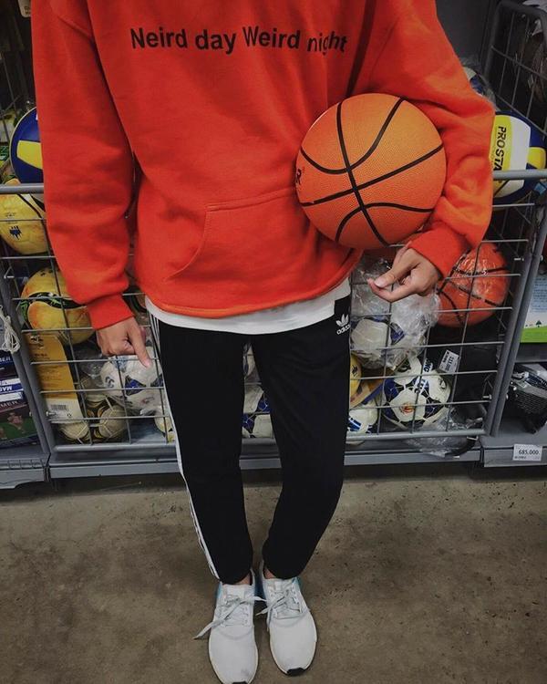 Cơn lốc màu cam càn quét tủ đồ, bạn có chưa?