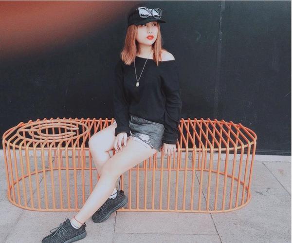 Trần Hoài Thu - Hotgirl cover các ca khúc đình đám  Trần Hoài Thu hiện đang quản lý fanpage của một ca sĩ underground. Cô nàng còn được biết đến là một gương mặt nổi bật trong game Ngôi sao thời trang gây nên cơn sốt với giới trẻ thời gian qua.