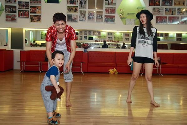 Hai mẹ con Trương Quỳnh Anh luôn đồng hành cùng Tim khi anh tham gia cuộc thi Bước nhảy Hoàn vũ 2014.