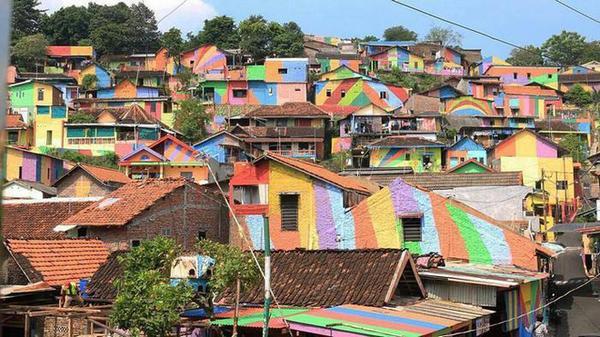 Sau tất cả, ngôi làng 7 sắc cầu vồng mới là điểm đến tuyệt vời cho công cuộc chụp ảnh 'sống ảo'