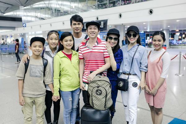 Phi Nhung cực chất với style hiphop, đùa giỡn cùng Hồ Văn Cường tại sân bay - ảnh 8